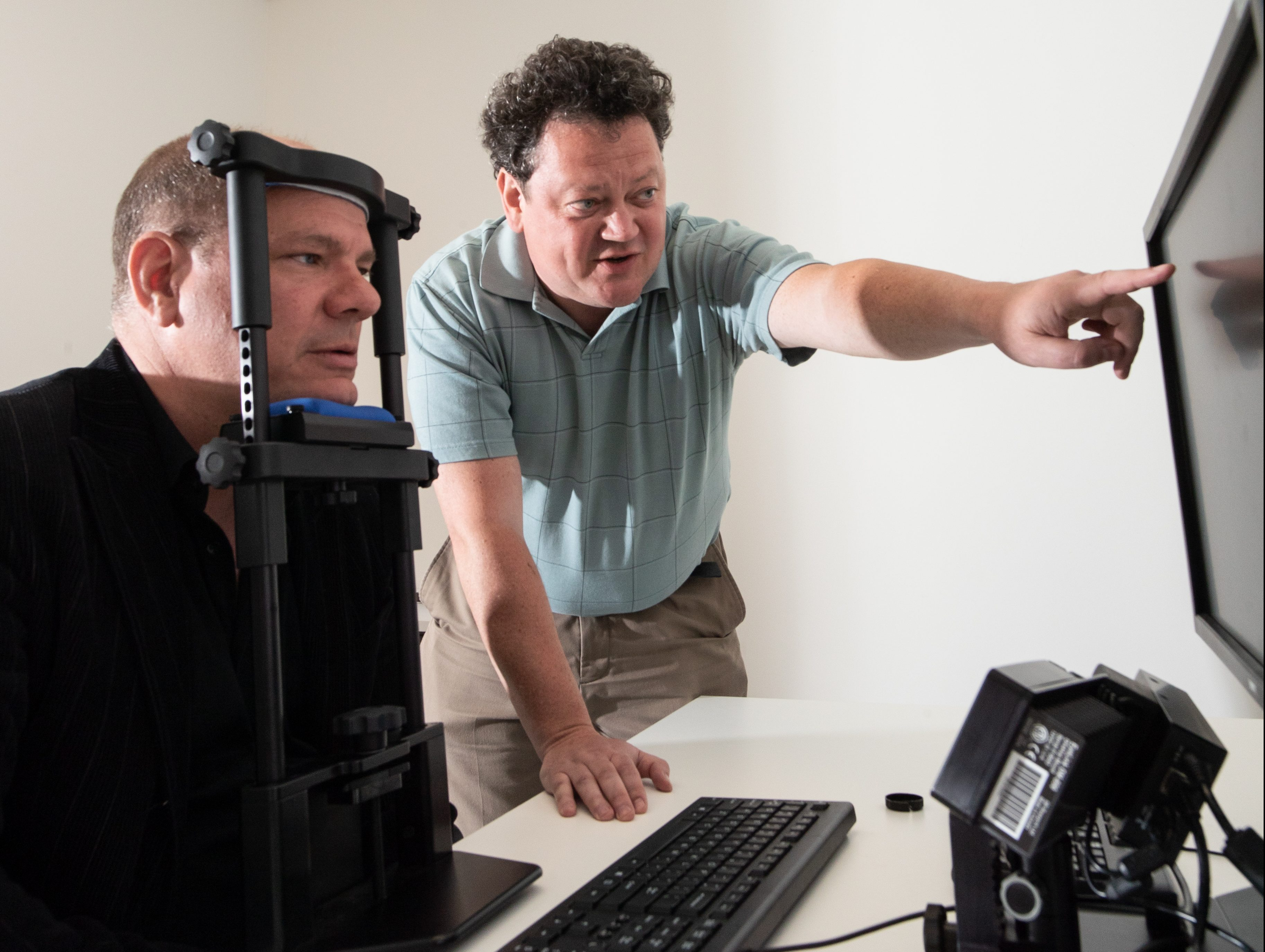 Picture Dr. Victor Kuperman conducting research with a participant
